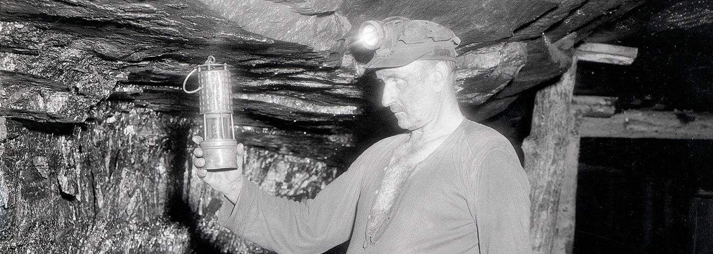 slide_Coal-Miner-Check-Lantern-1938(1400×500)